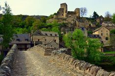 If you want to discover a south of France destination that's truly authentic, fairy tale pretty and has oodles of charm, take a tour of Aveyron. Most Beautiful Gardens, Beautiful Places, Normandy Tours, Child Friendly Holidays, Culture Of France, Sites Touristiques, Tourist Map, Tours France, Travel