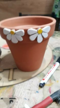 Mosaic Planters, Mosaic Vase, Mosaic Flower Pots, Decorative Planters, Mosaic Garden, Mosaic Tiles, Cement Crafts, Mosaic Crafts, Mosaic Projects