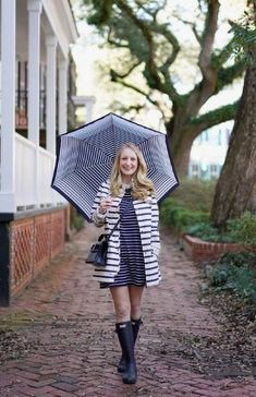 50 Pretty Rainy Day Style Outfits Ideas - Ready To Meal Summer Outfits, Casual Outfits, Fashion Outfits, Cute Rain Boots, Rainy Day Fashion, Fair Games, Winter Scenery, Outfit Of The Day, Color Pop