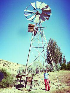 En la casita de mi abuela,  con un molino de viento para sacar agua