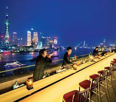 amazing terrace bar, luxury hotel The Peninsula Shanghai. Peninsula Shanghai, Peninsula Hotel, Shanghai Hotels, Las Vegas, Best Rooftop Bars, Sky Bar, Cool Bars, Michelin Star, Restaurant Design