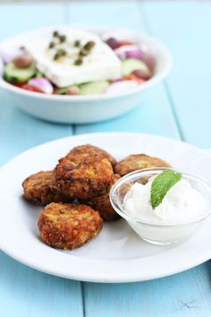 cookmegreek: Zucchini fritters and choriảtiki salad - a light summer meal