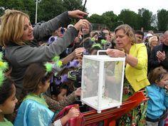 Opening van de vlindertuin door Loretta Schrijver