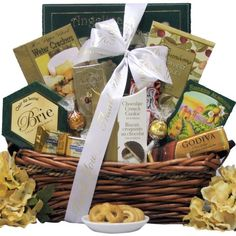 Make an upscale impression with this elegant gourmet gift basket. Includes a wonderful assortment of gourmet cheese, crackers, cookies, chocolate, nuts and snacks to make a great impression on a lower budget. Thank You Gift Baskets, Best Gift Baskets, Gift Baskets For Women, Gourmet Gift Baskets, Christmas Gift Baskets, Chocolate Crunch, Chocolate Treats, White Chocolate, Gourmet Food Gifts