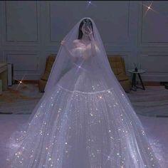 Fluffy Wedding Dress, Fancy Wedding Dresses, Pretty Quinceanera Dresses, Pretty Dresses, Bridal Dresses, Beautiful Dresses, Mode Adidas, Princess Ball Gowns, Fairytale Dress