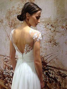 Monique Lhuillier Bridal Fall 2014 how gorgeous is the back detail? Bridal Party Dresses, Wedding Dress Styles, Bridal Gowns, Wedding Dress Boutiques, Designer Wedding Gowns, Monique Lhuillier Bridal, Wedding Bells, Wedding Inspiration, Wedding Ideas