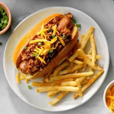 Chipotle Chili Dogs Beef Recipes, Cooking Recipes, Dog Recipes, Party Recipes, Hot Dog Toppings, Sour Cream Sauce, Chipotle Chili, Sloppy Joes Recipe, Chili Dogs