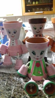 Flower pot people Clay Pot Projects, Clay Pot Crafts, Diy Clay, Flower Pot People, Clay Pot People, Flower Pot Art, Flower Pot Crafts, Easy Crafts To Make, Summer Crafts For Kids