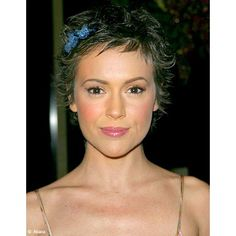 Short hairstyle 2019 the most beautiful models of coupes sleeves trend in Curly Pixie Haircuts, Short Curly Hair, Curled Hairstyles, Hairstyles Haircuts, Short Hair Cuts, Wedding Hairstyles, Short Hair Styles, Alyssa Milano Haircut, Corte Y Color