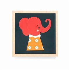 Underbara trätavlor med djurmotiv som är lätta att hänga upp och ser supergulliga ut på väggen i ett barnrum. Design Darling Clementine. Finns även matchande kuddar.