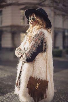 52 Ideas Fashion Boho Winter Bohemian Style Source by anoukmoana fashion winter hippie Hippie Look, Hippie Style, Bohemian Style, Bohemian Winter Fashion, Hippie Fashion, Boho Gypsy, Dark Bohemian, Bohemian Fall, Bohemian Dresses