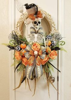 Bones is dressed up in his fine hat and tails.What a Statement Piece he would be over your fireplace or on your dining room wall. He is not ment to be outside. I used Mackenzie Childs ribbon and pumpkin sprays. Lots of glitz and glamor! Theme Halloween, Creepy Halloween, Halloween Projects, Holidays Halloween, Halloween Camping, Halloween Signs, Halloween Halloween, Vintage Halloween, Halloween Makeup