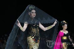 Kebaya Indonesia, Designed by Anne Avantie  https://www.facebook.com/Krisna-WRDN-Photography-524542441040362/ https://www.instagram.com/krisnawrdn/ https://www.krisnawrdn.com