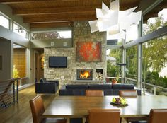 Chimenea piedra de casa moderna