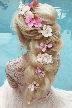 Wedding Hairstyles For Medium Hair, Long Hair Wedding Styles, Veil Hairstyles, Romantic Hairstyles, Wedding Hair Clips, Wedding Hair Flowers, Flowers In Hair, Hairstyles With Bangs, Boho Wedding