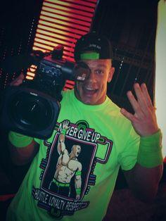 WorldOfWrestling.it -- John Cena pubblicizza Smackdown con una *Foto* divertente