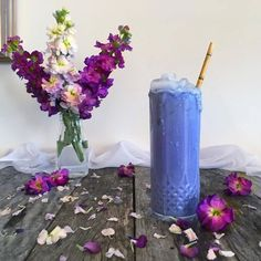 Blue smoothie made with coconut milk + banana + vanilla and a pinch blue matcha. It tastes like banana smoothie except it's blue and healthy Coconut Smoothie, Smoothie Bowl, Smoothies, Butterfly Pea Flower Tea, Pea Recipes, Frozen Banana, What To Cook, Cold Drinks, Coconut Milk