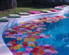 Fill a paddling pool with floating flowers Moana Birthday Party, Hawaiian Birthday, Moana Party, Hawaiian Theme, Luau Birthday, Flamingo Party, Tiki Party, Luau Party, Festival Decoration