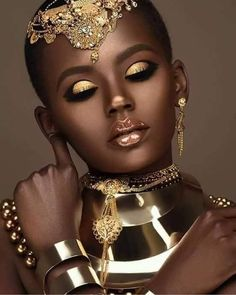 THE BEAUTY: Let's talk which is the PERFECT way to look radiant this season. artist Moshoodat leads the way by creating a - Beauty Make-Up Black Girl Art, Black Women Art, Beautiful Black Women, Black Girl Magic, Black Girls, African Makeup, African Beauty, African Women, African Art
