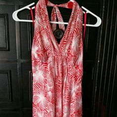 Silk red and white halter dress Beautiful lightweight/lined red and white silk halter dress with open back.  Slight empire waist, ties behind neck.  No back, opens to below bra level.  Hits at knee or just below.  Wore once for wedding.  Harold's was a local/southern store with timeless well made clothes. Harolds Dresses Backless