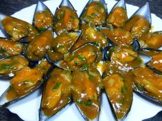 Recetas Caseras Fáciles MG: Mejillones a la marinera Spanish Kitchen, Spanish Cuisine, Spanish Food, Kung Pao Chicken, Eggplant, Chicken Wings, Food To Make, Stuffed Peppers, Meat