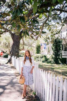 Não uso looks ultra femininos como a blogueira Julia Engel. Mas, isto não significa que eu não goste do estilo.