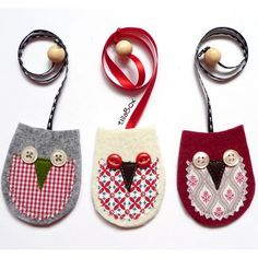Bookmark - just the pic. Cute, made of felt, fabric scrap, ribbon & buttons. Everything I already have!