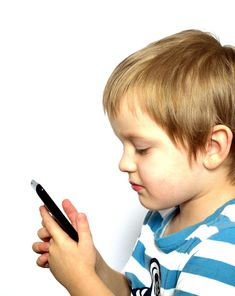 子どもと携帯電話 無料画像 - Public Domain Pictures