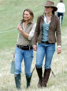 Kate Middleton and her mother Carole Middleton attend Gatcombe Park Festival of British Evening horse trials on August 2005 in Stroud, England. Carole Middleton, Kate Middleton Mother, Looks Kate Middleton, Middleton Family, Kate And Pippa, Herzogin Von Cambridge, Looks Chic, Mode Style, Duchess Of Cambridge