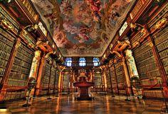 Stiftsbibliothek Melk, Österreich   29 Bibliotheken, die jeder Bücherfan gesehen haben muss