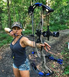 Gunny bunnies are Sexy Hunting Uniform Girls Photos Military Monday : theCHIVE Archery Girl, Archery Bows, Archery Hunting, Hoyt Archery, Coyote Hunting, Deer Hunting, Crossbow Hunting, Hunting Gear, Pheasant Hunting