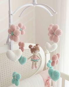 Crochet Baby Mobiles, Crochet Mobile, Crochet Patterns Amigurumi, Crochet Dolls, Knit Crochet, Yarn Crafts, Diy And Crafts, Crochet Baby Clothes, Crochet Accessories