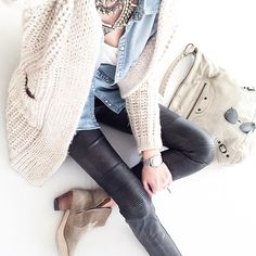 Pants and boots Fall Winter Outfits, Autumn Winter Fashion, Winter Holiday, Mademoiselle K, Skinny Leather Pants, Carrie Bradshaw, Business Fashion, Fashion Outfits, Womens Fashion