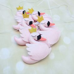 Perfect swans for s perfect nursery.