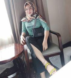 Fajar Rudin's media content and analytics Arab Girls Hijab, Girl Hijab, Muslim Girls, Beautiful Hijab Girl, Beautiful Muslim Women, Big Fashion, Hijab Fashion, Womens Fashion, Kebaya Hijab