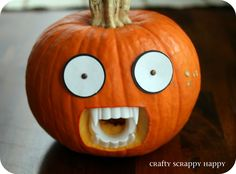 A pumpkin with Dentures?! Now that is my kind of halloween decor! | Crafty Scrappy Happy