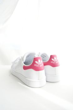 Stan Smith rose - finally found them in my size! Sock Shoes, Shoe Boots, Baby Shoes, Stan Smith Sneakers, Adidas Stan Smith, Adidas Sneakers, Shoes Sneakers, Lacoste Sneakers, Baskets