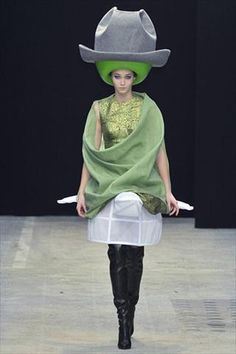 I love hats but this is CRAZYYY!!