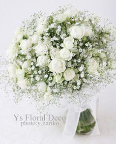 かすみ草とバラのクラッチブーケ ys floral deco @アニヴェルセルみなとみらい横浜