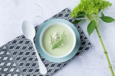 Find and share great healthy yogurt recipes that are easy to make. Create delicious, healthy meals with these Greek yogurt recipes Yogurt Banana Bread, Mediterranean Soup, Peanut Butter Protein Bars, Creamed Cucumbers, Chocolate Yogurt, Blue Cheese Sauce, Pineapple Drinks, Yogurt Bar, Creamy Mac And Cheese