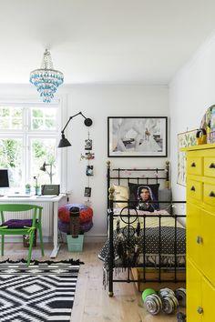 Suomalaissyntyisen Paulan kodin värikäs sisustus hurmaa Ruotsissa