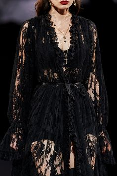 history is a cyclic poem Haute Couture Style, Couture Fashion, Runway Fashion, Fashion Outfits, Milan Fashion, Street Fashion, Dark Fashion, High Fashion, Luxury Fashion