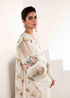 Stylish Dress Book, Stylish Dresses For Girls, Stylish Dress Designs, Designs For Dresses, Simple Pakistani Dresses, Pakistani Dress Design, Indian Dresses, Kurti Pakistani, Anarkali