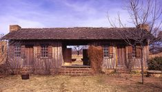 frontier house | The dogtrot log cabin where William Ledbetter lived, near Fort Griffin ...