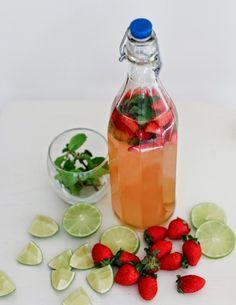 Strawberry Mojito Kombucha Tea recipes juice plus Kombucha Flavors, Kombucha Scoby, How To Brew Kombucha, Kombucha Recipe, Organic Kombucha, Best Probiotic, Probiotic Foods, Fermented Tea, Fermented Foods