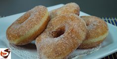 Le ciambelle fritte o graffe, sono dei dolci sofficissimi ricoperti di zucchero, apprezzati grandi e piccini. Ottimi sia a colazione che a merenda.