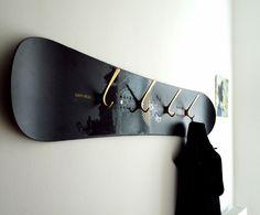 vintage snowboard wardrobe via wohnraumformer