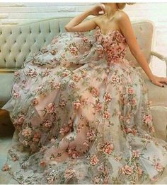 Gelinin düğününde mutluğu, sevdiği gibi gelinlik giymesine bağlı. #maximumkart #gelinlikmodası #gelinlikmodelleri #moderngelinlik