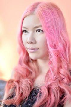 Aum Katze is wearing MANIC PANIC Cotton Candy Pink hair dye.