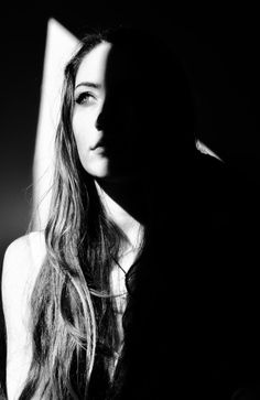beautiful portrait, women looks, B&W Shadow Photography, Dark Photography, Artistic Photography, Photography Women, Creative Photography, Black And White Photography, Portrait Photography, Portrait Lighting, Portrait Poses